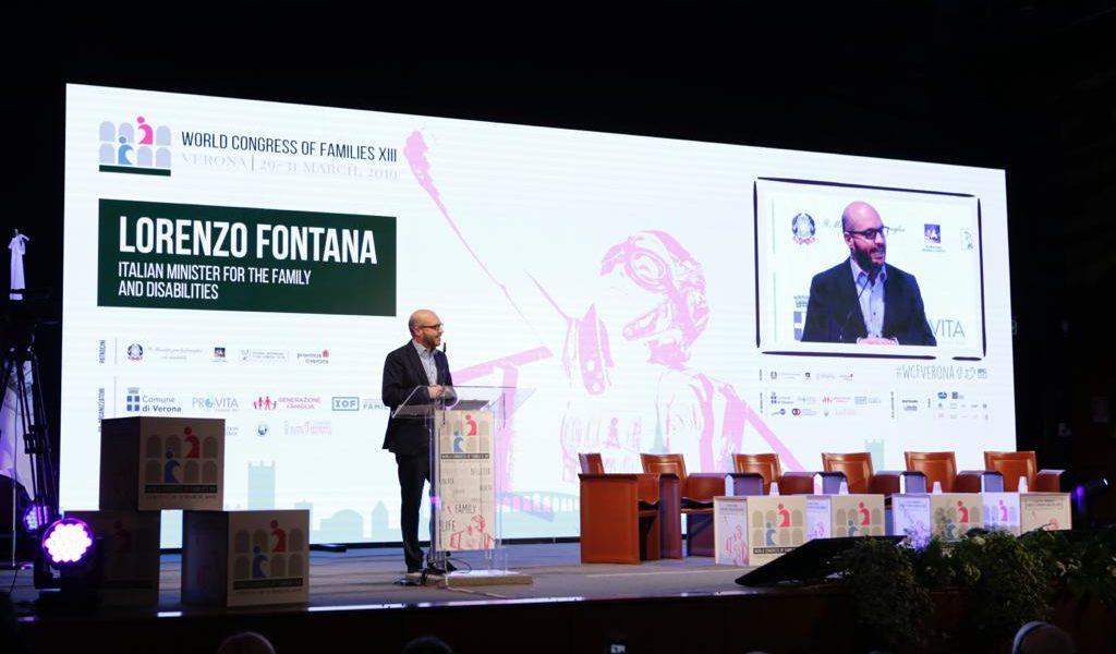 Foto del ministro Fontana al congresso