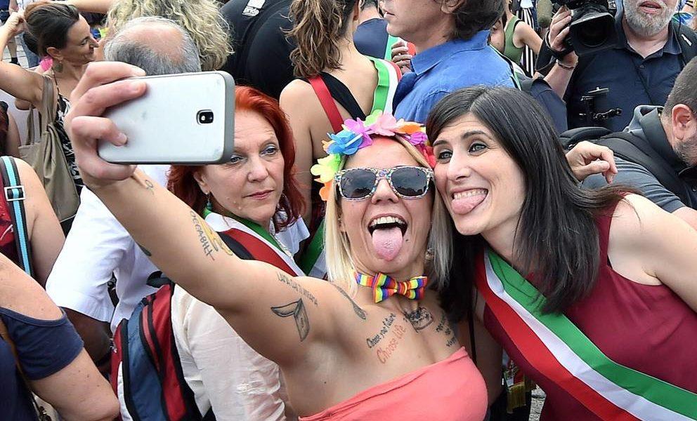 Foto che raffigura Chiara Appendino al Pride