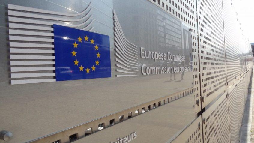 Foto dell'insegna della Commissione Europea