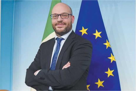 Foto che raffigura il Ministro Fontana